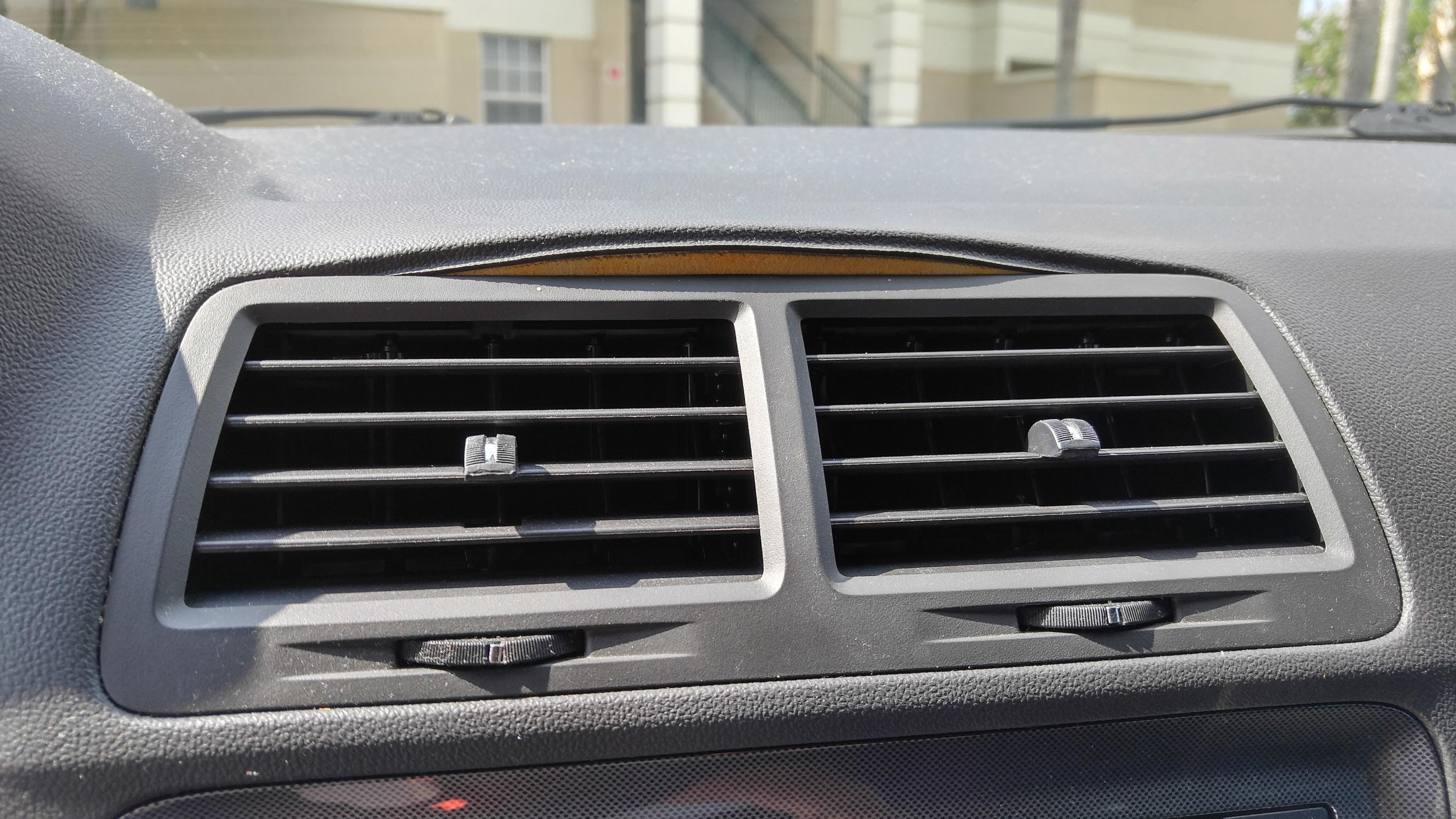 Dash lifting above air vent