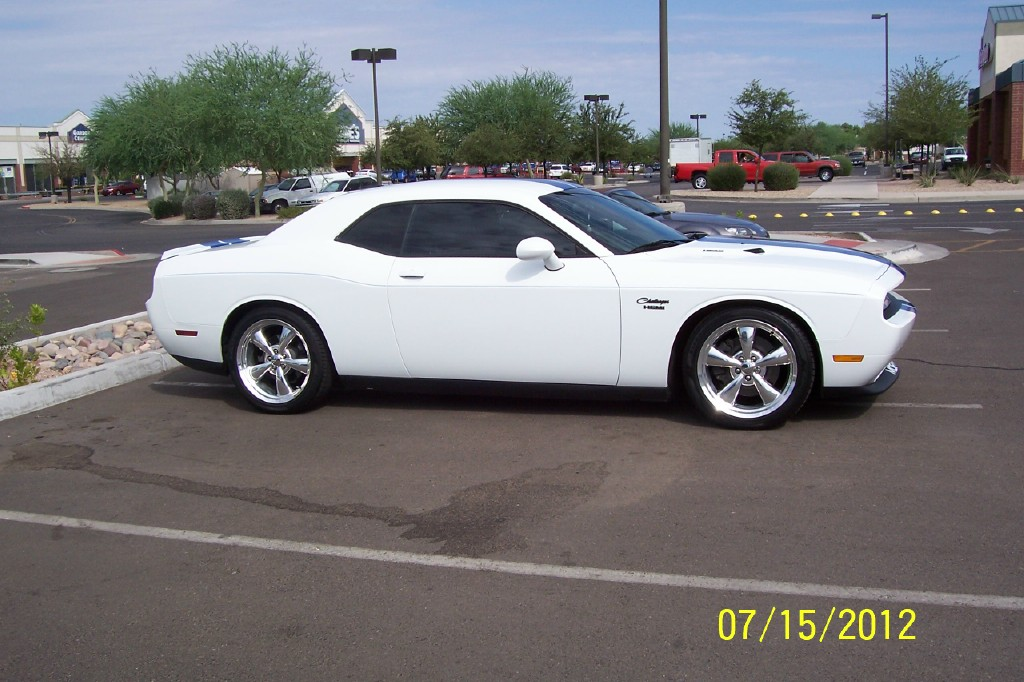 I want to see pics of white Challengers!-dads-challenger2.jpg