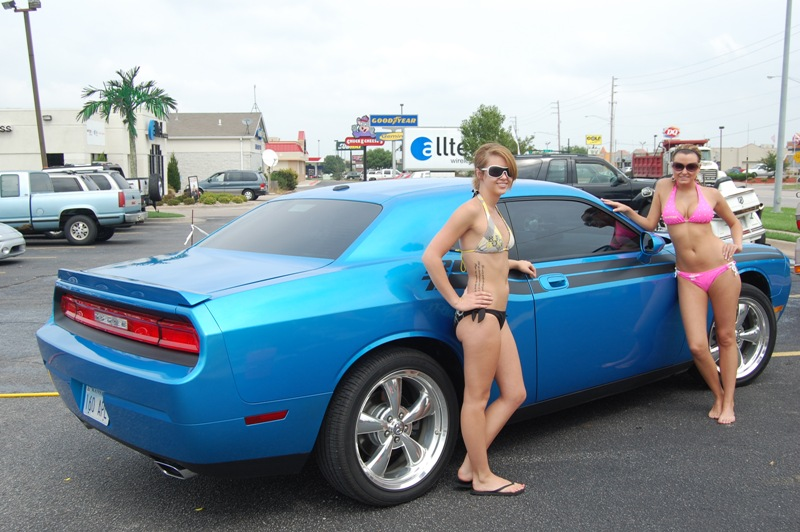 Post Pics Of Hot Girls And Challengers!!-hooters-car-wash-001.jpg