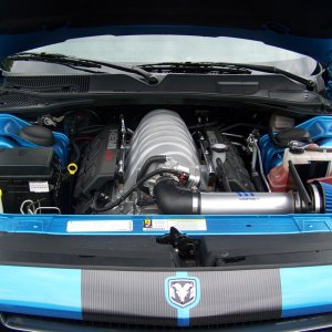 MoparCAIFullUnderHood
