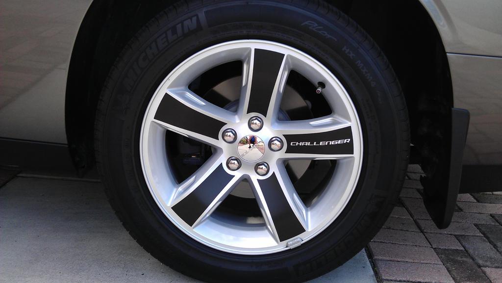 Stock R T 18 Quot Wheels Dodge Challenger Forum Challenger